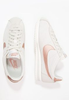 Chaussures Nike Sportswear CLASSIC CORTEZ LUX - Baskets basses - light bone/metallic red bronze/sail beige: 90,00 € chez Zalando (au 26/02/17). Livraison et retours gratuits et service client gratuit au 0800 915 207.