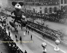 Mickey Mouse's First appearance in the Macy's Thanksgiving Parade, NYC, Historical black and white photo Vintage Pictures, Old Pictures, Old Photos, Vintage Images, Mickey Mouse, Thanksgiving Day Parade, Vintage Thanksgiving, Vintage Holiday, Happy Thanksgiving
