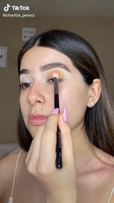 Hooded Eye Makeup Tutorial, Makeup Looks Tutorial, Eyeliner Tutorial, Eye Makeup Steps, Natural Eye Makeup, Insta Baddie Makeup, Eyeshadow Looks, Eyeshadow Makeup, Makeup Makeover