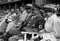 Adolf Hitler, Joseph Goebbels,  Rudolf Hess e Benito Mussolini