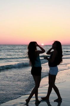Looks like a beach picture with a certain friend???? It you're that friend WHAT DO YOU THINK