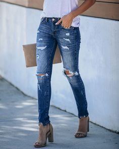 Löchrige Jeans, Ripped Jeans Outfit, Frayed Hem Jeans, Black Ripped Jeans, Slim Jeans, Womens Skinny Jeans, Diy Distressed Jeans, Repair Jeans, Denim Branding