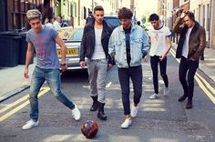 how can they looks so perfect walking? #tb to  the 2013 midnight memories photo-shoot.♡