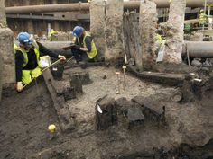 After almost 2000 years of silence, extraordinary new archaeological discoveries haveallowedthe first Londoners to speak again. Dozens of the earliest written texts ever found in Britain were revealed to the world in London on Wednesday morning.The material had been kept totally under wraps for the past two years, while one of Britain's top Latin experts undertook the painstaking work of transcribing and translating them.