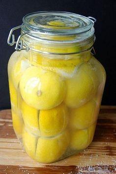 Preserved lemons Suolattuja sitruunoita, tein viime syksynä. Aivan taivaallisen ihana lisä ruokiin.