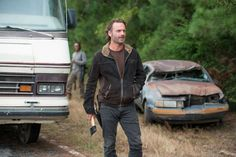 Walking Dead's' Andrew Lincoln on Negan Victim Questions: 'It's ...