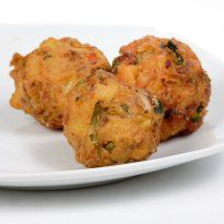 Rava #Pakodas: Creamy batter made of #rava, besan and potatoes, deep fried crisp