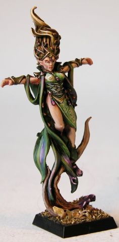 I really like the touches of purple.    IronHalo.net Miniature Painting - Warhammer Wood Elf Spellsinger Female