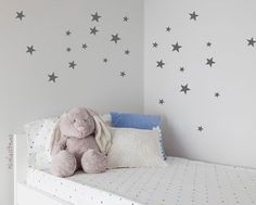 Decoracion infantil pared vinilos estrellas gris Baby Bedroom, Baby Room Decor, Girls Bedroom, Crown Wall Decor, Bedroom Wall Collage, Wall Decals, Wall Stickers, Girl Room, Toddler Bed