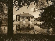 Mogosoaia ensemble has natural value due to its lakeside position and the surrounded park with clearings, paths and places for picnic. Beautiful Park, Italian Renaissance, Bucharest, Romania, Paths, Medieval, Art Photography, Architecture, House Styles