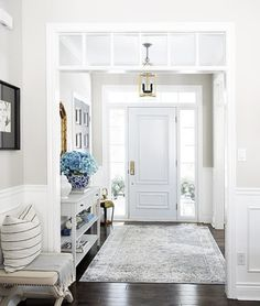 22 Stunning Hamptons Style Entrances to Inspire You – Decorating Foyer Hamptons Style Decor, Hamptons House, The Hamptons, Vestibule, Hill Interiors, Foyer Decorating, House Entrance, Entrance Decor, Decoration
