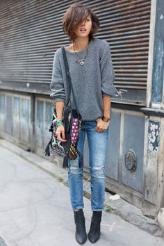 Adorable Boho Casual Outfits To Look Cool: The only thing that can be said against Boho looks is that they don't work very well in formal occasions but that is also their biggest advantage. Simple Street Style, Looks Street Style, Looks Style, Simple Style, Fashion Week, Look Fashion, Fashion Trends, Fashion 2015, Jeans Fashion