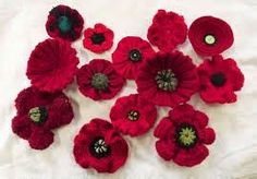 Different Knitted poppies . - The first three patterns make most of these poppies.          Different Knitted poppies .      LYNN'S EASY R...