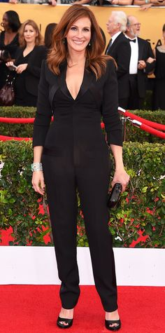 Julia Roberts, SAG 2015.  Discreetly plunging,elegant and classy, modern and on trend: Julia shines.