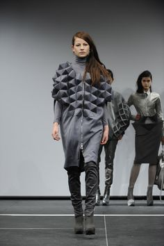 Geometric Fashion with faceted 3D structure, sculptural shapes & volume - experimental fashion; wearable art // Rachel Poulter