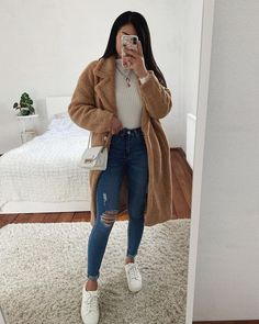 The image may contain: one person or more Outfits 2019 Outfits casual Outfits for moms Outfits for school Outfits for teen girls Outfits for work Outfits with hats Outfits women Trendy Fall Outfits, Casual Winter Outfits, Winter Fashion Outfits, Outfits For Teens, New Year Outfit Casual, Winter School Outfits, Fall Fashion, Winter Night Outfit, Fashion Women