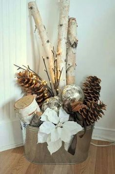 Bucket with Christmas Ornaments, Sticks, and Pinecones – 15 DIY Winter Decoratio… Eimer mit Christbaumschmuck, Sticks und Tannenzapfen – 15 DIY Winterdekoration Tutorials Noel Christmas, Country Christmas, Christmas Projects, Winter Christmas, Holiday Crafts, Christmas Ideas, Modern Christmas, Classy Christmas, Winter Porch