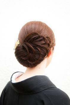 """着物 アップスタイル """"feather"""" effect updo! Modern Hairstyles, Bride Hairstyles, Pretty Hairstyles, Curly Hair Styles, Natural Hair Styles, Competition Hair, Hair Arrange, Hair Setting, Japanese Hairstyle"""