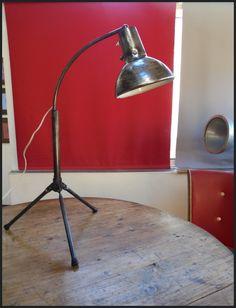 Lampe industrielle sur trépied