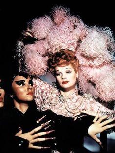 Classic Hollywood, Old Hollywood, Hollywood Icons, Ball Makeup, Lucille Ball Desi Arnaz, Ball Drawing, Ziegfeld Follies, Ziegfeld Girls, Ball Hairstyles