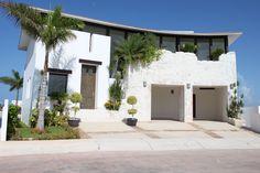 Casa del Viento, hermosa residencia de 4 recámaras en venta en el Desarrollo Puerto Cancún. $1,550,000 USD. http://www.jpm.mx/venta/cancun/casa-del-viento-98/