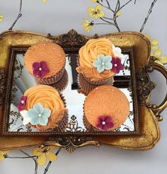 Stunning cupackes. Use silicone lace moulds to emboss of your fondant to give a beautiful impression. STAR lace mould used.