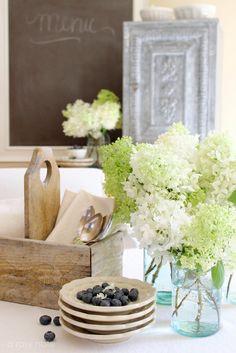 vase, wooden utensils, flowers, blackboard #bywstudent