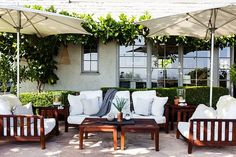 Claire Stansfield's stunning L.A. outdoor lounge area.