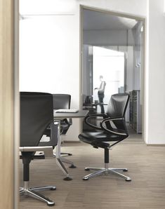 office chair Modus by Wilkhahn / executive leather chair. Also available as a conference chair or desk chair. Executive Office Chairs, Swivel Office Chair, Desk Chair, Conference Chairs, Office Set, Direction, Palette, Casual, Table