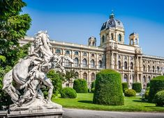 Beautiful view of famous Naturhistorisches Museum (Natural History Museum) with park and sculpture in Vienna, Austria Klimt, Edinburgh, Bad Gastein, Zell Am See, Cruise Planners, Photography Tours, Le Palais, Travel Tours, Travel City
