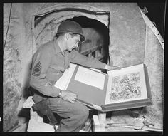 SGT Harold Maus of Scranton, PA is pictured with the Durer engraving, found among other art treasures at Merker. This engraving by Germany artist Albrecht Durer was among thousands of items hidden in mines by the Nazis towards the end of World War Two. Monument Men, Army Sergeant, Master Sergeant, Foto Real, National Archives, Albrecht Durer, Museum, Military History, Oeuvre D'art