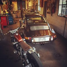 Motorcycle And Porsche Sitting In The Aka Man's Cave photo ideas from Amazing Garage Ideas Porsche 911, Porsche Autos, Porsche Classic, Classic Cars, Gas Monkey Garage, Man Cave Garage, Vintage Porsche, Vintage Cars, Vintage Bikes