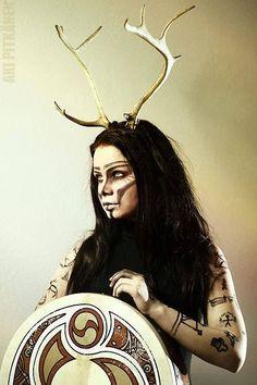 Luot-chozjik, in the Sami pantheon, is the protector-goddess of the reindeer herds ----Robert Sammelin Goddess Makeup, Goddess Art, Viking Warrior, Viking Queen, High Fantasy, Medieval Fantasy, Fantasy Play, Vikings, Celtic Warriors