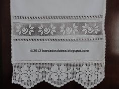 Roses Insert with Beading/Faggoting Crochet 101, Filet Crochet, Crochet Ornaments, Crochet Borders, Crochet Flowers, Diy And Crafts, Projects To Try, Cross Stitch, Embroidery