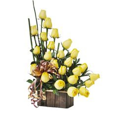 SOLEADO - $130.000 [25 Rosas Amarillas - Rusco - Palitos Bambú verdes - Base de Madera rustica - Moño y Tarjeta] Fresco, Plants, Yellow Roses, Friendship, Floral Arrangements, Green, Wood, Fresh, Plant