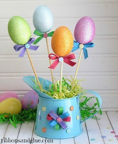 Ready for some fun & easy Easter decorations? Look here for the best DIY Easter decor ideas that can be done on a budget. From centerpieces to easter wreaths Easter Party, Easter Table, Easter Eggs, Easter Bunny, Easter Dinner, Happy Easter, Easter Projects, Easter Crafts For Kids, Easter Ideas