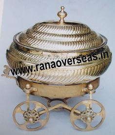 Brass Chafing Dish Brass Catering Dishes manufactured, supplied and exported by us are used for dining purposes in leading restaurants, hotels, caterers, banquet halls, parties and functions and other eating outlets. Brass Catering Dishes are also ideal gift items. An extensive range of our Brass Catering Dishes includes superior quality Decorative Brass Chafing Dishes that are fabricated from supreme quality metals. Our entire range of these Brass Chafing