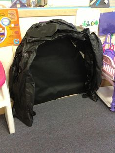 Bear cave But with brown bags and maybe add a beware of bear sign Vbs Crafts, Preschool Crafts, Everest Vbs, Mount Everest, Camping Dramatic Play, Hero Central Vbs, Cave Quest Vbs, Bear Signs, Dramatic Play Centers