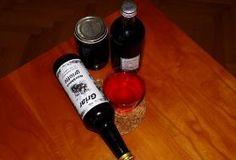 Šťáva, džem, čaj a domácí likér z arónie Nordic Interior, Red Wine, Alcoholic Drinks, Bottle, Glass, Food, Drinkware, Flask, Corning Glass