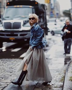 Off-White mid heel cowboy boots casual style street style plain leather Looks Street Style, Casual Street Style, Casual Chic, Super Moda, Botas Western, Mode Blog, Look Girl, Moda Chic, Fashion Gallery