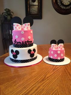 Heres another Minnie Mouse first birthday cake w/ matching smash..  Buttercream with fondant accents..  Hope you enjoy.....