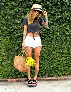More details and other looks at my blog: www.misturebachic.com.br Mais detalhes e outros looks no meu blog: www.misturebachic.com.br  #sorayamarx #misturebachic #blogmisturebachic #fashionblogger #picnic #tattooed # tattoos #riodejaneiro #streetstyle #carioca #polkadot #hat #highwaistshorts