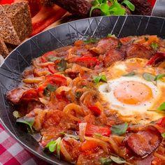 Schnell und lecker: Das vegetarische Rezept für Schakschuka kommt aus Tunesien und beschreibt die Zubereitung einer orientalischen Speise.