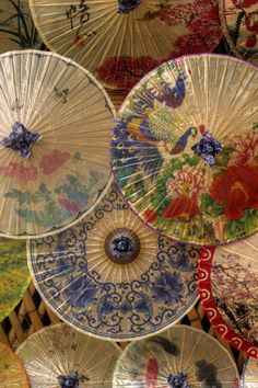 Oil-paper umbrellas on display in the Three Lanes and Seven Alleys area of Fuzhou. These intricately painted, handmade umbrellas originated from China before spreading throughout Eastern Asia. Oil Paper Umbrella, Paper Umbrellas, Umbrellas Parasols, Paper Lanterns, Chinoiserie, Art Asiatique, Art Japonais, Under My Umbrella, Foto Art