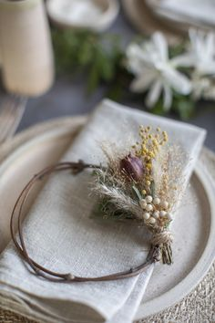 How to Make a Mini Wreath Decoration — Paper thin moon A simple guide to maki. How to Make a Mini Wreath Decoration — Paper thin moon A simple guide to making a mini dried flo Dried Flower Wreaths, Dried Flowers, Fresh Flowers, Wax Flowers, Wedding Flowers, How To Dry Flowers, Diy Wanddekorationen, Diy Wedding Projects, Diy Wedding Crafts