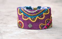 Colorful linen/cotton bracelet with brass embellishments by Mioltu, €40.00