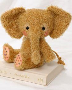 Mohair Stuffed Elephant pdf Pattern Toffee por BingleBears