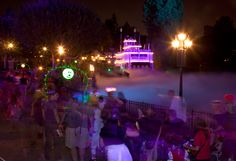 Mickey's Halloween Party in Disneyland Park - Disney Blogs Guide to the Party