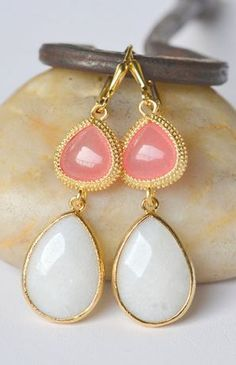 Coral, Gold and White. Loving these colors together!