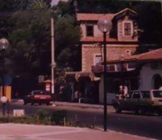 Buca Heykel'deki Farkoh Köşkü. Günümüzde enkaz halinde. 1980'ler.